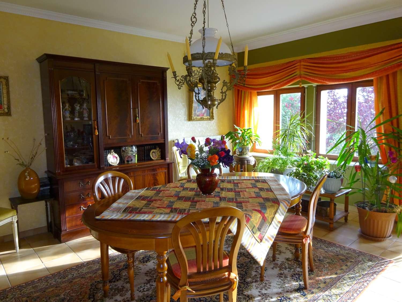 Côté Salle à manger avec vue sur jardin et Vosges