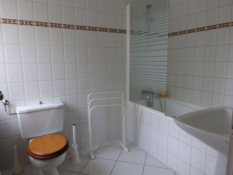 Salle de bain privée de la chambre d'amis
